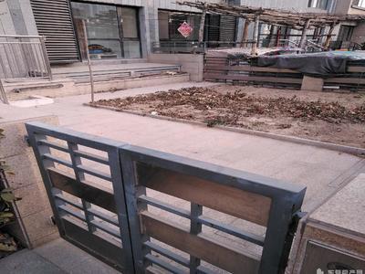 伟浩中央花园别墅 298平270万 毛坯 带车库 院子50平 证过两年