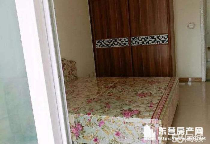 東城安和南區6樓閣樓50平帶空調熱水器床衣柜窗簾等拎包入住。