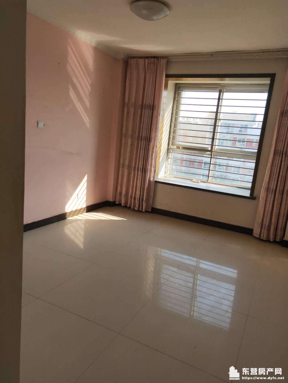 安兴南区5楼152平 首次出租 房子干净 家具齐全 带空调