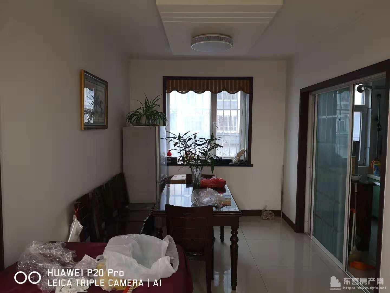 东城金山小区1楼126平3室2厅1卫精装修带地下室急售109万