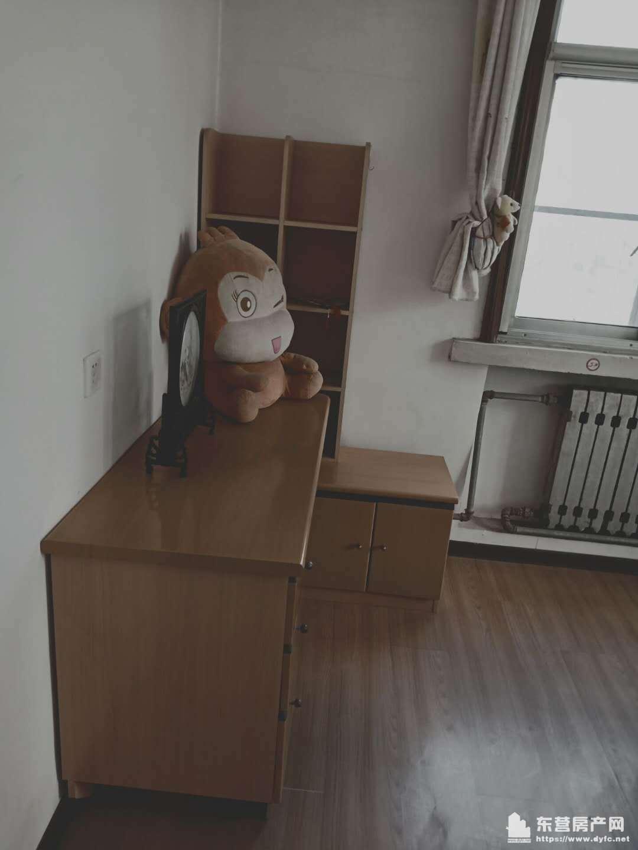 油田三小学区房 2楼 房子干净 两室一厅 直接拎包入住 交通方便