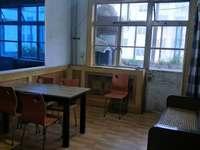 西城 粮贸小区3楼80平 带家具冰柜 洗衣机 拎包入住