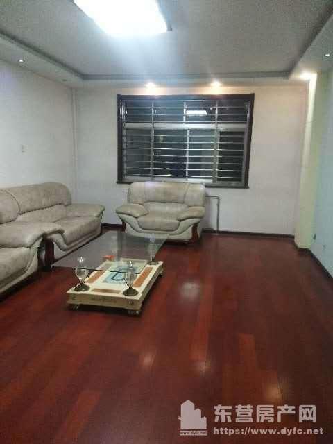 东城锦华九区4楼84平带地下室中档装修