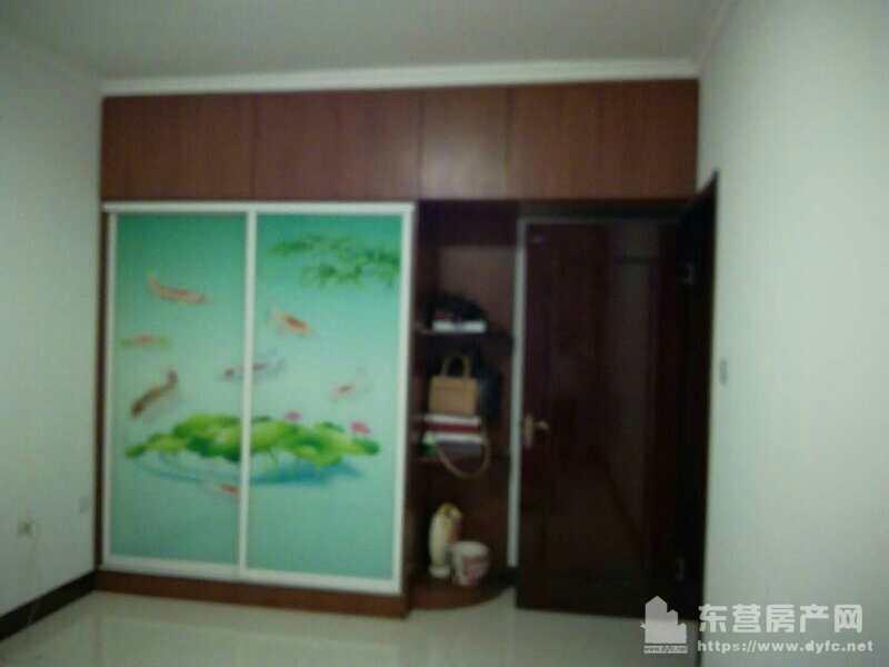 鲁班公寓5楼精装2室88平带地下室60万可议带家具
