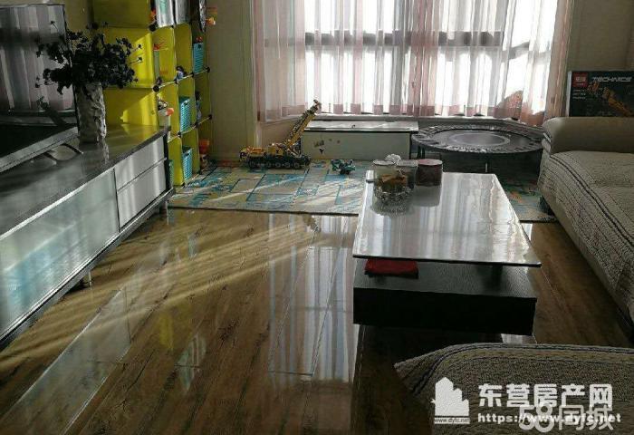 济南路商贸园100平4楼2室2厅租金1.2万可半年付房租