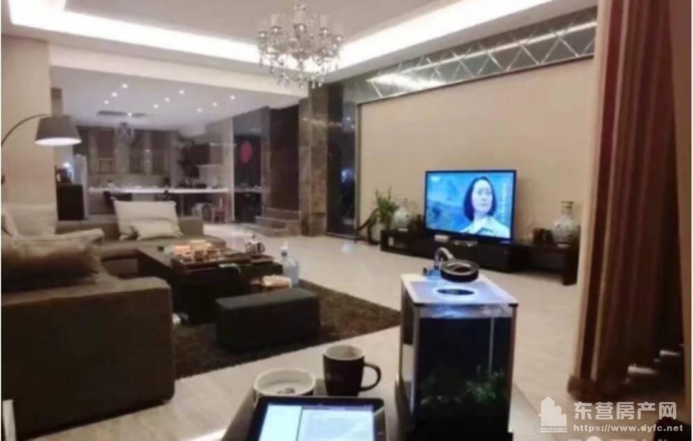出售东辰鉴墅5室3厅2卫300平米288万住宅