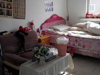 长短租蓝天小区两室一厅四楼带家具家电年租8千元