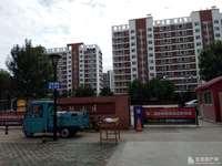 东城金融小区6楼 面积180平 有车位和地下室 190万 豪装未住 证3年