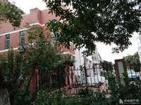 东城金鸿花园3楼 面积142平车库24平 地下室13平精装未住