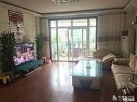 东营区东城安兴北区2楼163平带储藏室。室内整洁干净带家具。