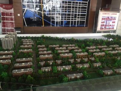东城金湖新城10楼 139平装修未住,车位地下室 155万