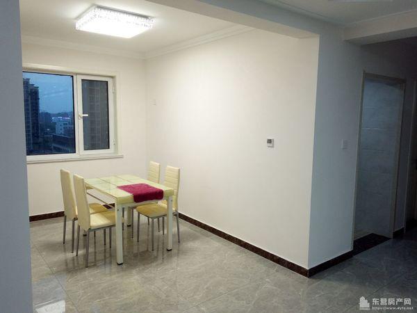 新区城市主人十一楼138平三居室精装修初租家具全2万拎包入住