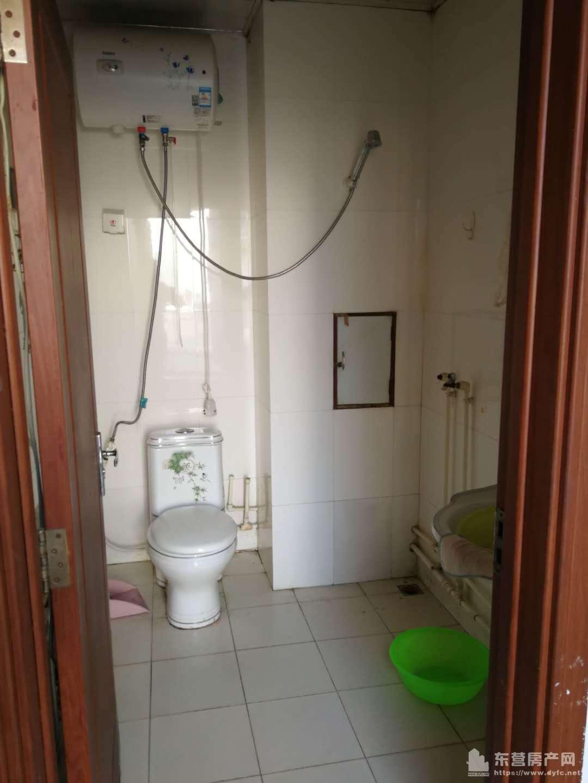 安兴北区阁楼2室1厅1卫年租1.1万,有空调,抽油烟机可做饭,2室2床