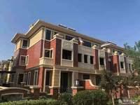 金宇都市公馆联排别墅470平420万,边户,带院子,带车库车位,可改名,可贷款。