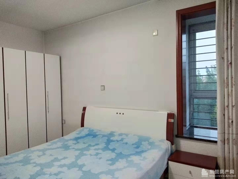 安盛南区4楼带地下室 首租2.1万,拎包入住 空调房 电视 家具全,3室2厅1卫