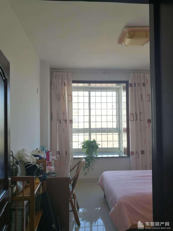 安盛南区3楼125平带家具家电2.1万出租