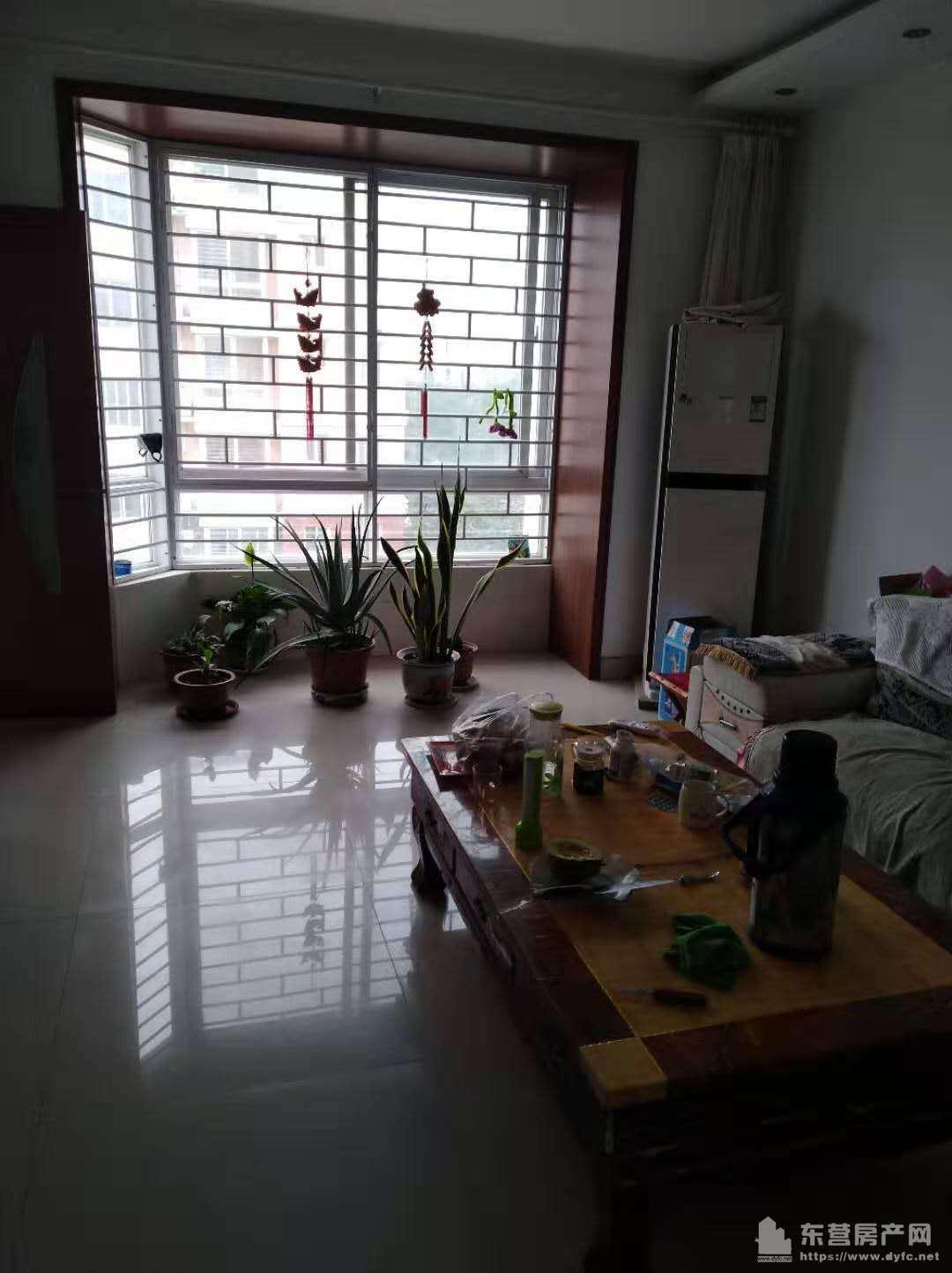 胜宏美居3楼105平,首次出租,家具家电全,拎包入住