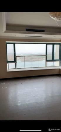 恒大棕榈岛26楼208平4室精装修带车位地下室166万