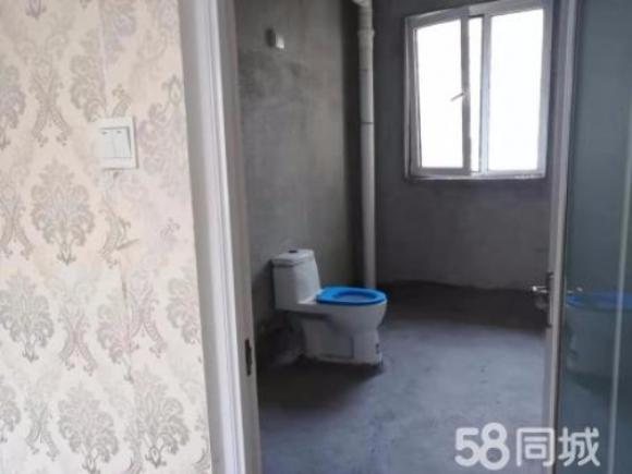 东城蓝天小区8楼130平带车位地下室满三年127万
