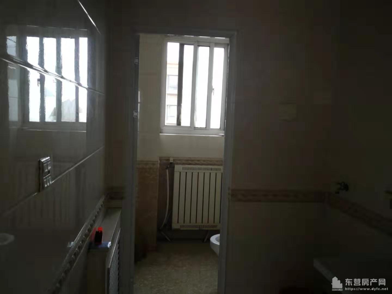 盛世龙城C区17楼120平中装部分家具家电