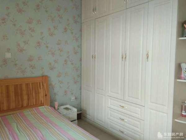 金水南区3楼70平2室1厅精装修带地下室59万