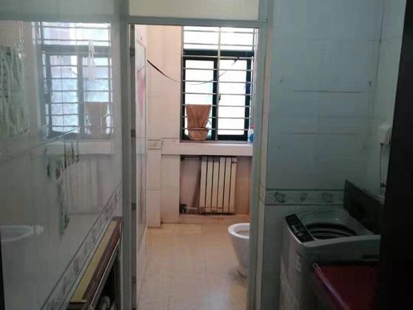 东城丽景国际4楼132平带地下室年租2万3室2厅