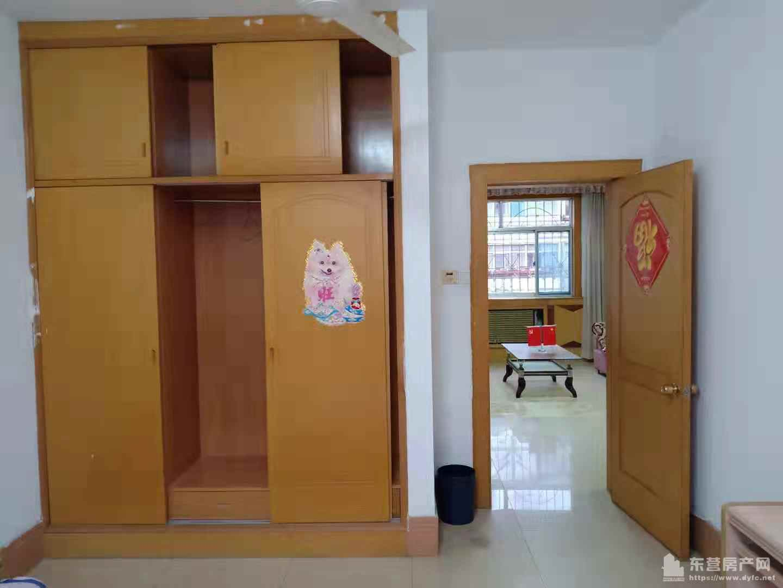 东城怡和家园三楼105平三室两厅带储藏室干净拎包入住年租金1.8万