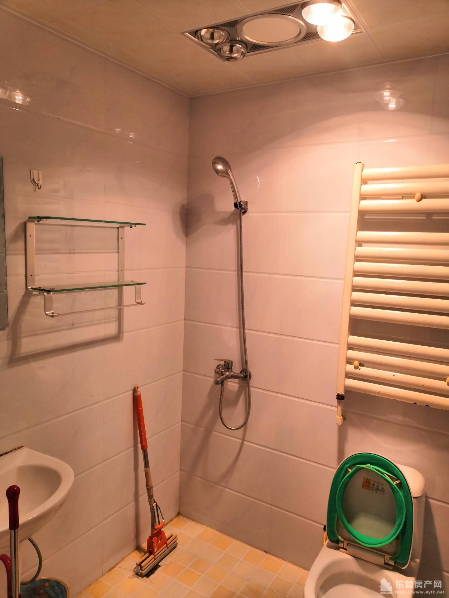 万达华府中层89平两室年租金2万中等装修全部家具家电拎包入住