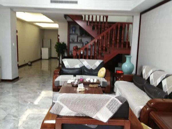 齐龙世纪一二叠拼因换房精装少住228平4室3厅2卫238万
