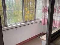 海河北区3楼80平带地下室 年租1.7万 有冰箱洗衣机家具2室 双学区房出入方便