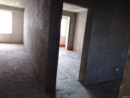 华泰国际181平106万11楼共23层 毛坯 三室二厅二卫 证未过两年