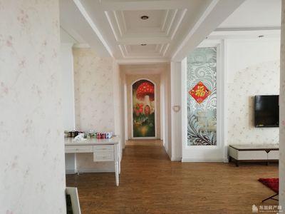 领世公馆9楼133平83万 拎包入住三室两厅两卫 精装 现房 带家具家电