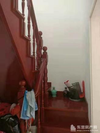 金山小区3室2厅2卫132平带阁楼60平,带地下室20平,精装修,急售93万住宅