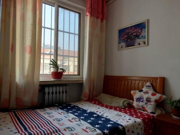 东城明月小区 十二村 5楼带阁楼99平精装3室带大地下室证满