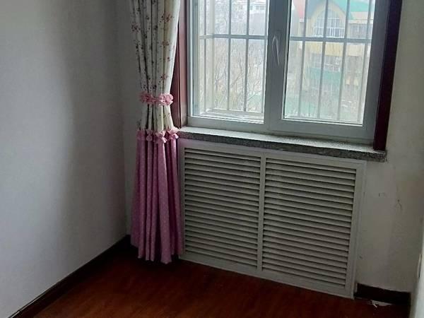 东城府前小区三村4楼63平二室简单装修证满五年65万
