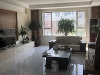 天鹅花园3楼190平带车库地下室,高档装修拎包入住,四室两厅两卫219万证满5年